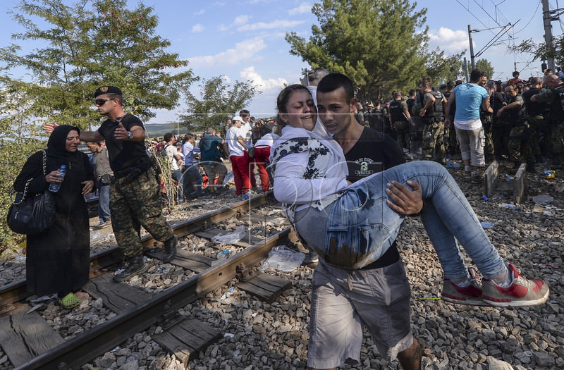 Migrants Pass Into Fyrom From Greece Broder